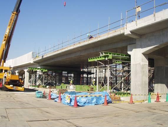 南武線矢野口駅付近高架化(PRC桁製作・架設)