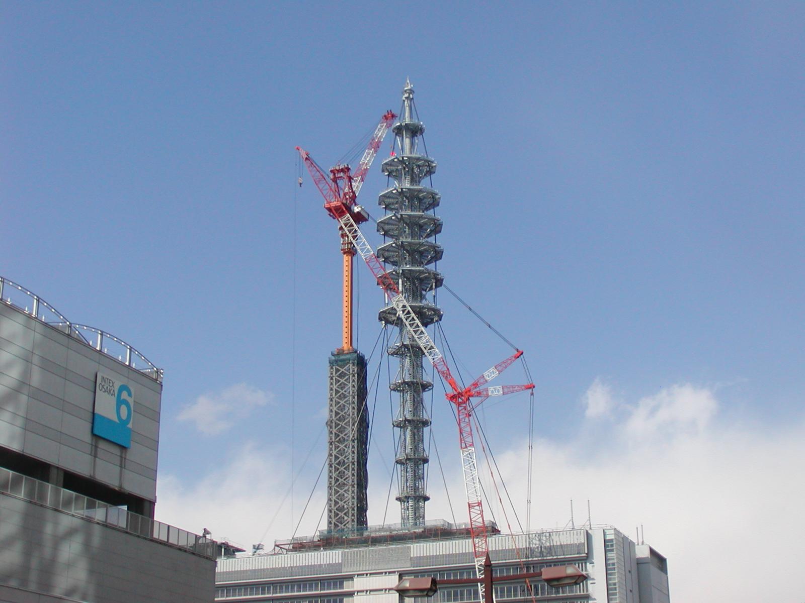 NTTドコモ大阪<br>第二ビル鉄塔建方工事