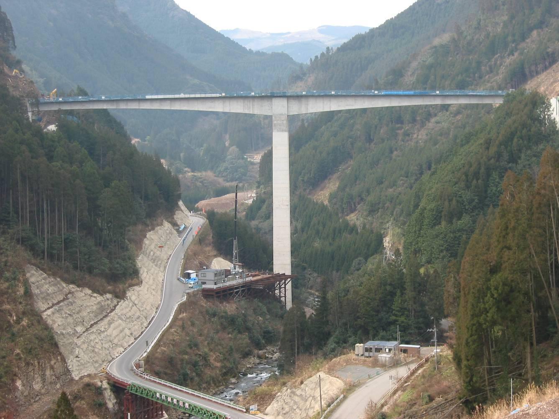 大山ダム付替町道貯水池横断橋